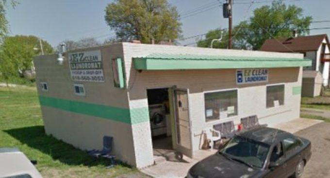 E-Z Clean Laundromat